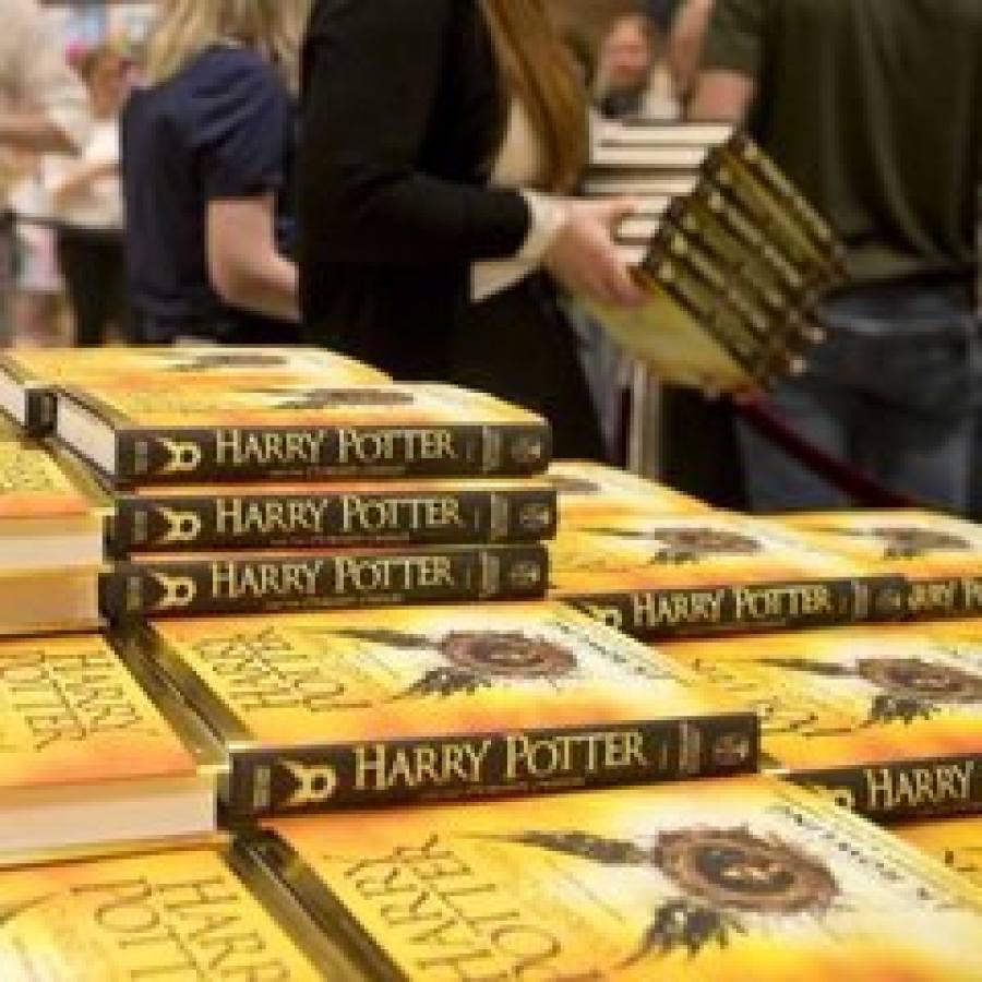 В Москве за сутки раскупили новую книгу о Гарри Поттере