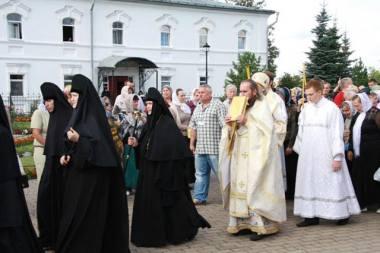 Именно молитва может дать мощный импульс духовному движению наших монастырей.