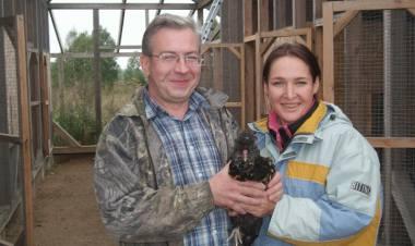 К птицам у семьи Титовых вегетарианский подход, они для них друзья, а вот яйца кур - хорошее финансовое подспорье.