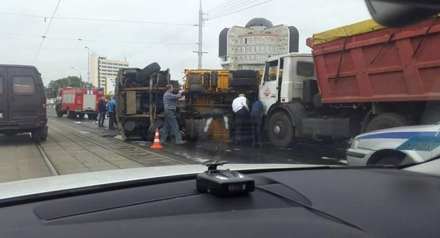 Два МАЗа столкнулись вцентре Витебска: мост залило топливом
